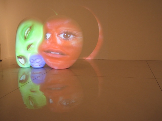 TONY OURSLER small sculpture videomapping 2005_1