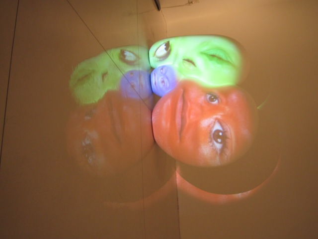 TONY OURSLER small sculpture videomapping 2005_2