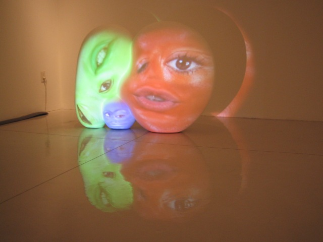 TONY OURSLER small sculpture videomapping 2005_3