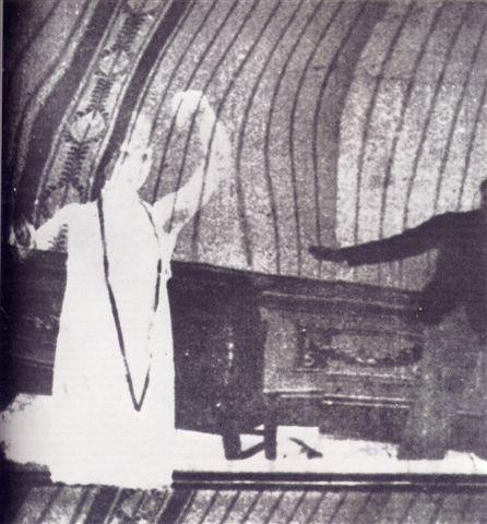 Vita_futurista_uno_dei_fotogrammi_superstiti_1916